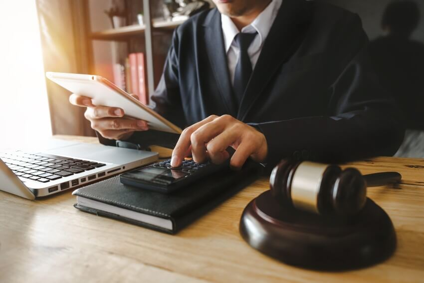 Banku un finanšu tiesības