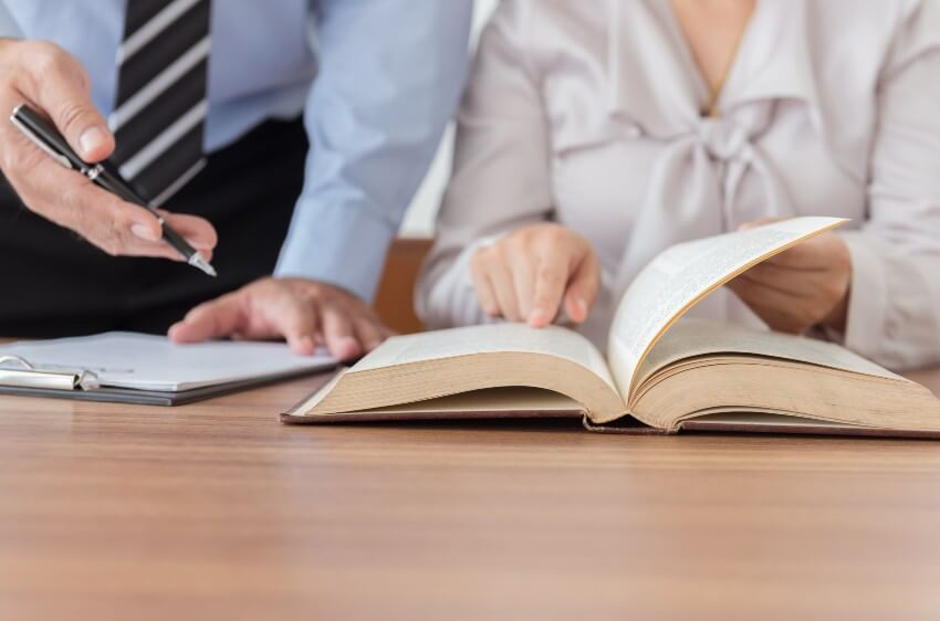 Juridiskās palīdzības sniegšana un pārstāvība administratīvajā procesā iestādē un tiesā