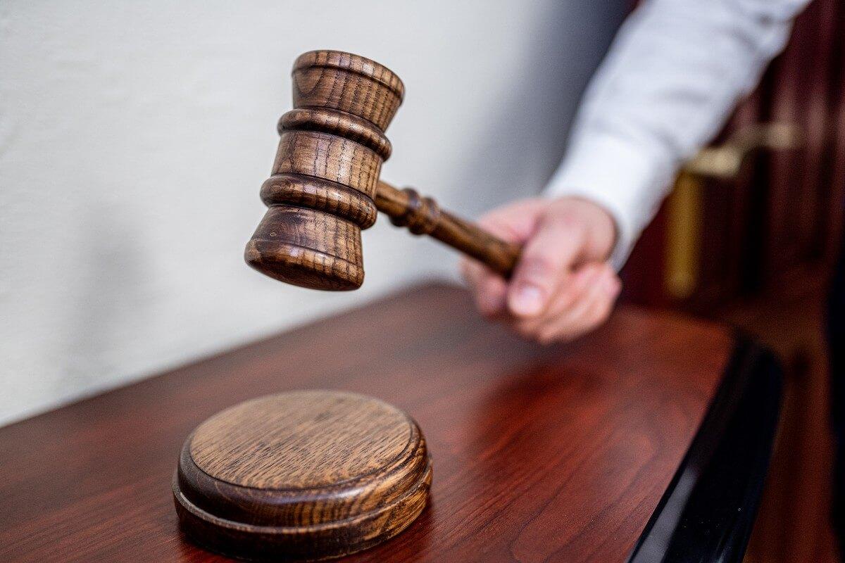 Advokāts ir jurists